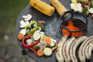 Feuerhand - Pyron Plate mit Grillplatte, Kochaufsatz und Trägergestell mit Plattenhaken, Foto