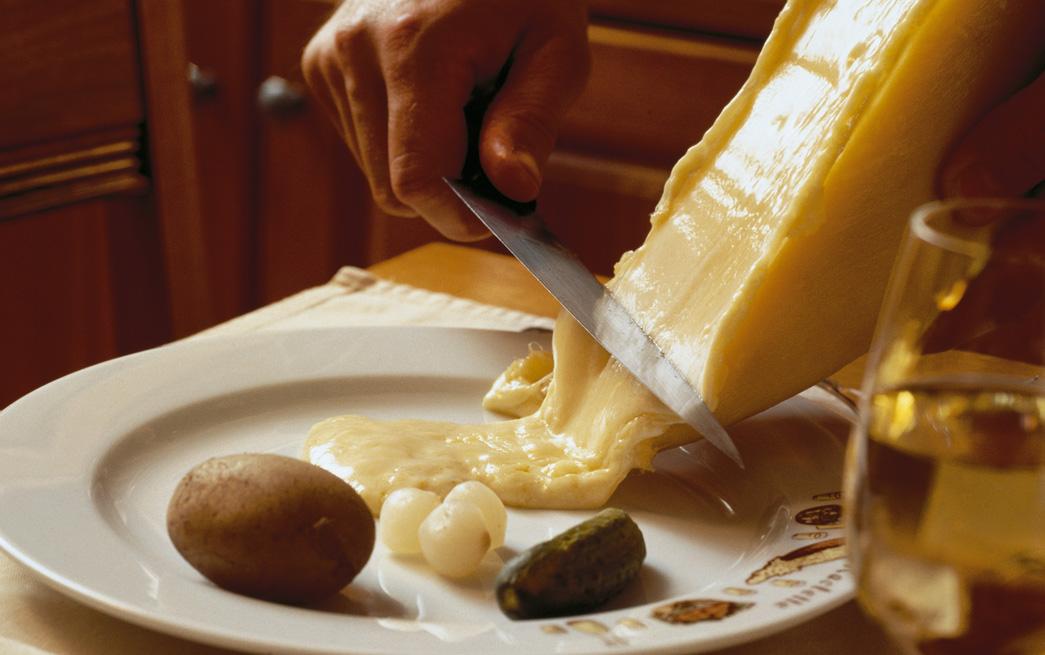 Raclette, eine Schweizer Käsespezialität. Foto: © Switzerland-Tourism-By-line-STswiss