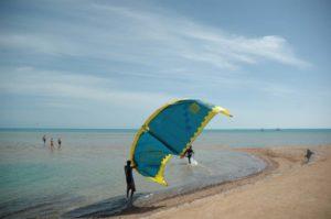 Vorbereitung zum Kitesurfen El Guana © GAB